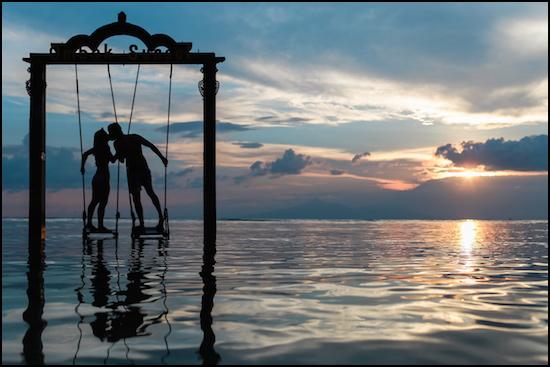 Couple kissing on swing 550x372 border